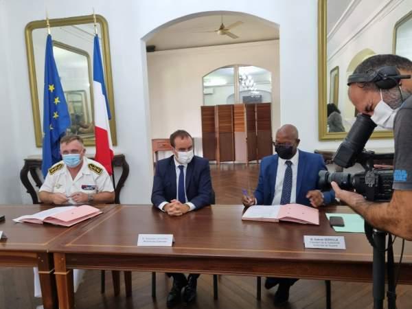 Signature d'un accord  entre l'État et la Collectivité Territoriale de Guyane  permettant à la collectivité de bénéficier d'une subvention de 30 millions d'euros