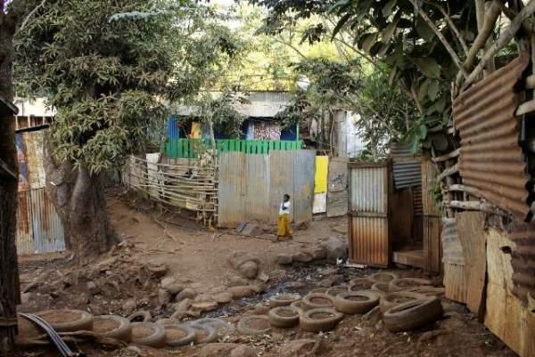 Sébastien Lecornu et Emmanuelle Wargon annoncent de nouvelles mesures  pour répondre à l'urgence du relogement des habitants des bidonvilles  en Guyane et à Mayotte